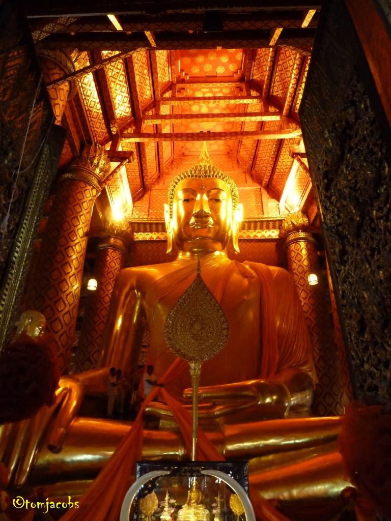 seated gold buddha ayutthaya