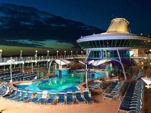 cruise-ship-swimming-pool